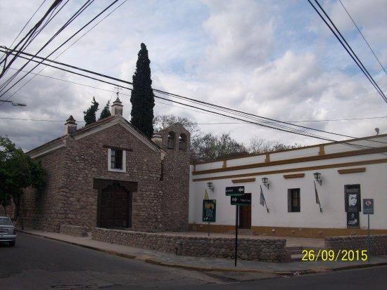 Iglesia y Convento de Santo Domingo: Es el único edificio que quedó en pie después del terremoto que destruyó la ciudad en 1894.