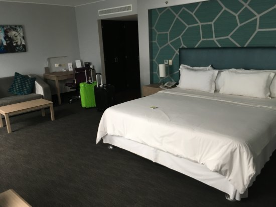 Radisson Hotel Decapolis Miraflores: Huge room