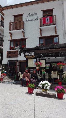 Trevelez, Spanien: Fachada del meson Haraicel