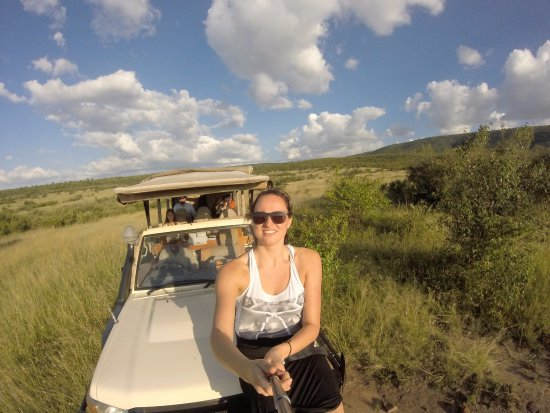 Mara Bushtops: Safari! Got to sit on the front of the car :D