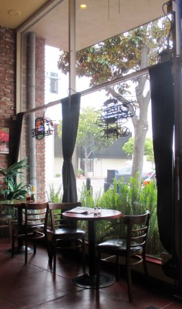 Modesto, Kaliforniya: Love the window seating
