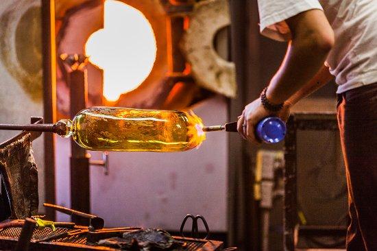 Монреаль, Канада: Soufflage du verre dans notre atelier