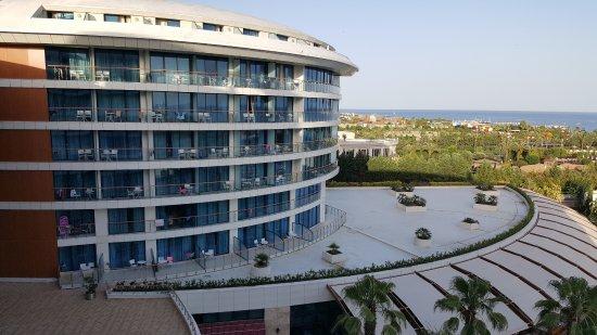 Baia Lara Hotel: Odadan Diğer Blokun Görünüşü