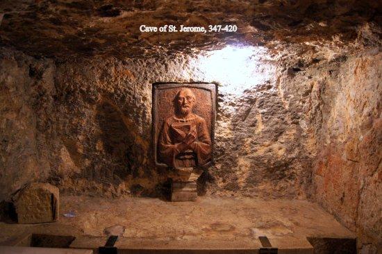 HISTOIRE ABRÉGÉE DE L'ÉGLISE - PAR M. LHOMOND – France - année 1818 (avec images et cartes) Cave-of-st-jerome