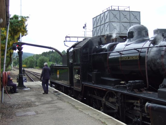 Aviemore, UK: Our Ivatt Class 2MT engine taking on water at Boat of Garten at the end of our journey