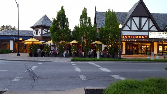 Mariemont, OH: Outside seating
