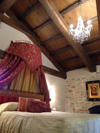 Hotel Castello di Sinio: charming bedrooms