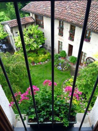 Hotel Castello di Sinio: amazing landscaping