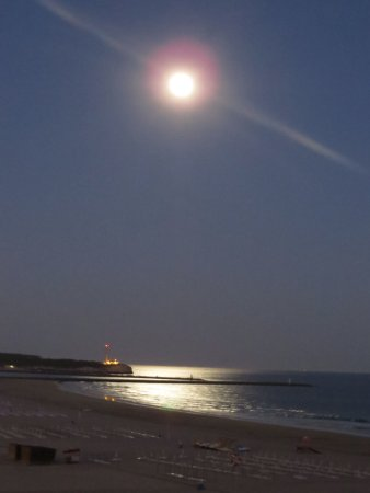 BELA VISTA Hotel & SPA: The strawberry moon on our 10 year Anniversay .... perfect! Boysie + Sabine White