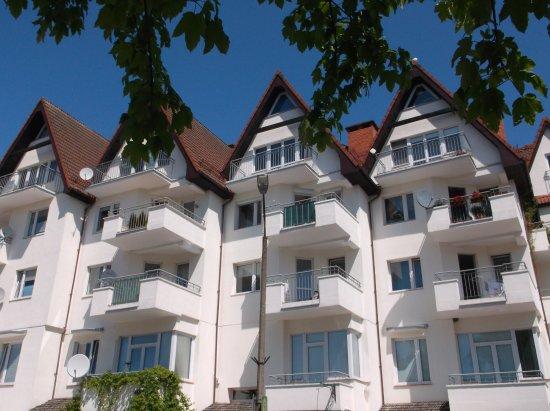 Schöne Häuser Auf Dem Weg Zum Hafen.
