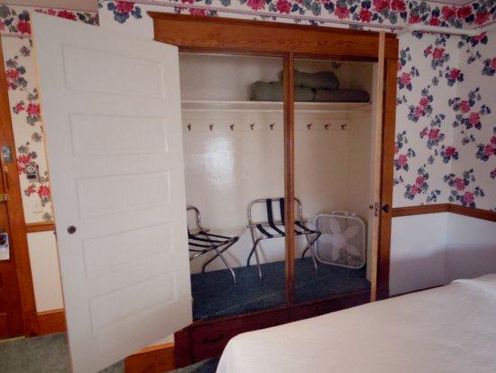 Windermere Hotel: Huge closet!