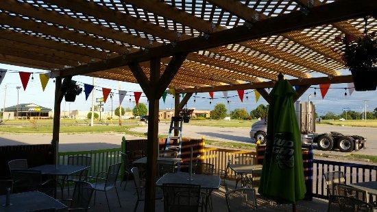 Marshall, Ιλινόις: Los Tres Caminos