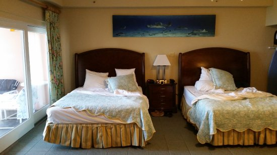 Sunset House: Room 404, two queen beds