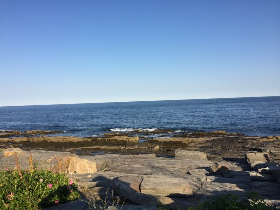 The Lobster Shack at Two Lights: The view from my picnic table at 6:30PM when the tide was out.