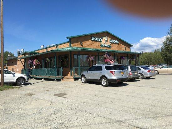Noisy Goose Cafe: Plenty of Parking