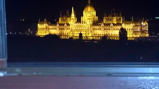 B & B Bellevue Budapest: Foto desde la ventana del hotel.