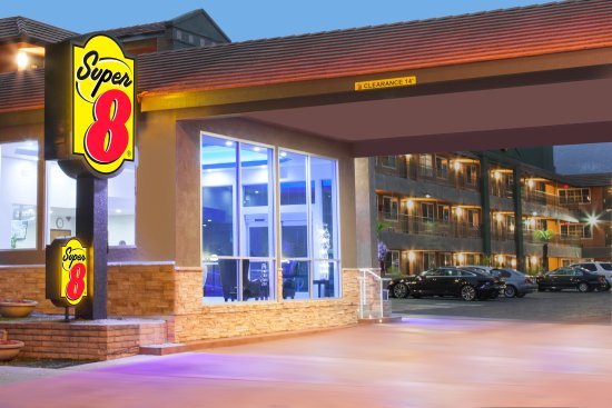 Super 8 Pasadena/LA Area: Front Entrance - Night