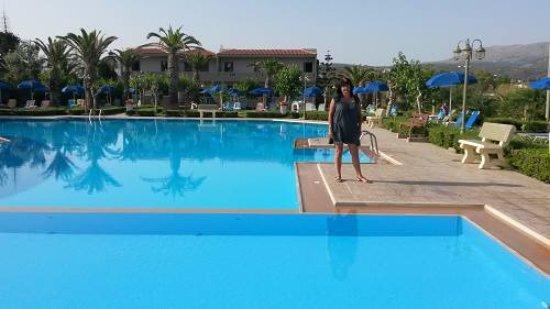 Marino's Beach Hotel Apartments: Piscine de l hotel