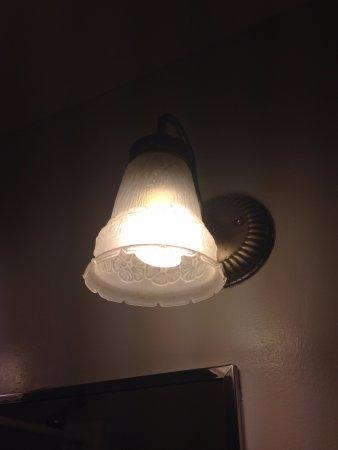 Colonial Inn: very dusty light fixtures