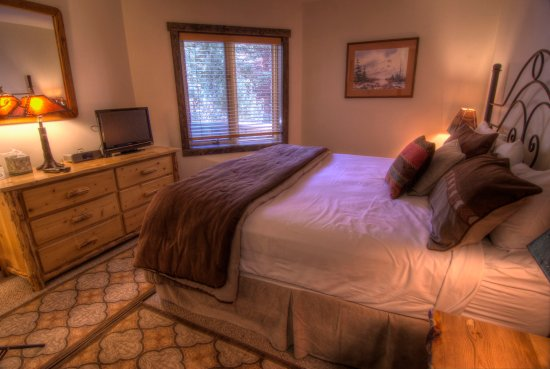 Westwind at Vail: King Master Bedroom