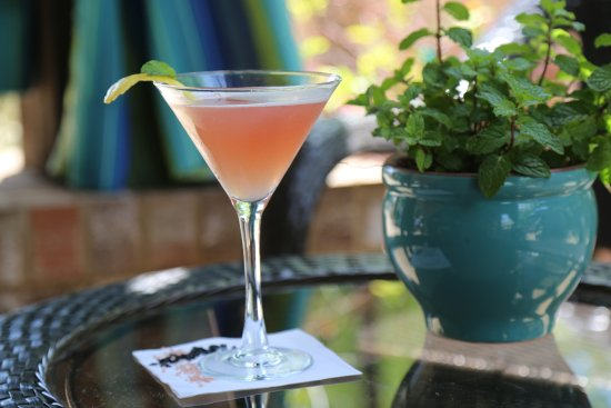 Eatonton, GA: Who could miss a cool cocktail?