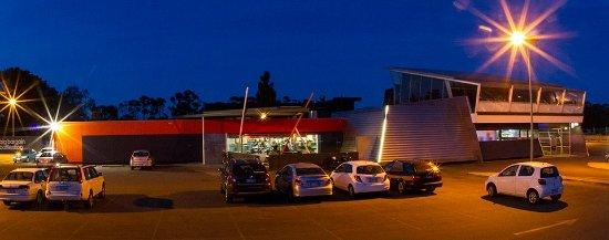 Lauderdale, Australia: Front Tavern Exterior