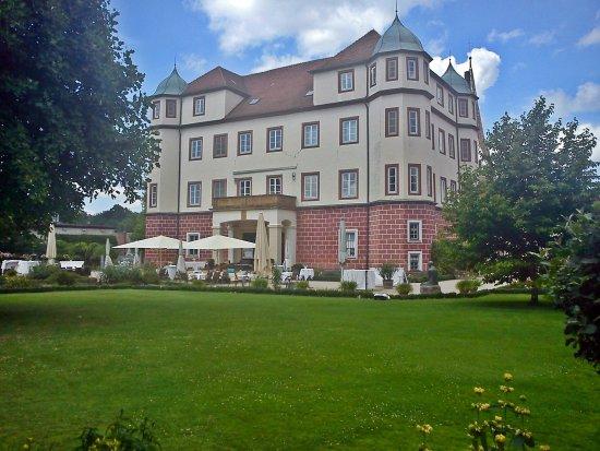 Donzdorf, Deutschland: Vista da frente do restaurante castelo.