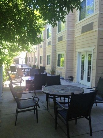 La Quinta Inn Missoula: Outdoor Patio Area