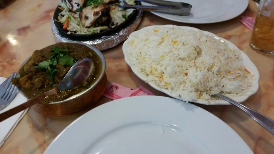 Bombay Dining: Chicken Dhiyana Wala (cilantro/curry chicken served with rice)