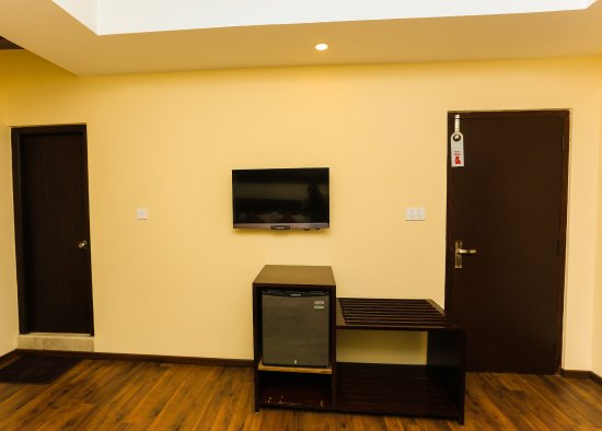 Hotel Jay Suites: Minibar And Luggage Rack