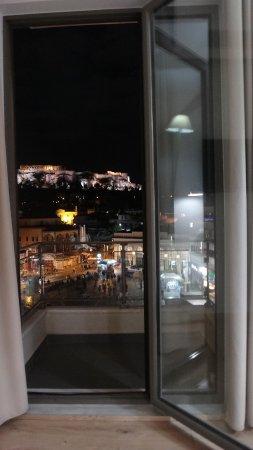 A for Athens: Vista de la Acrópolis desde el balcón de la habitación