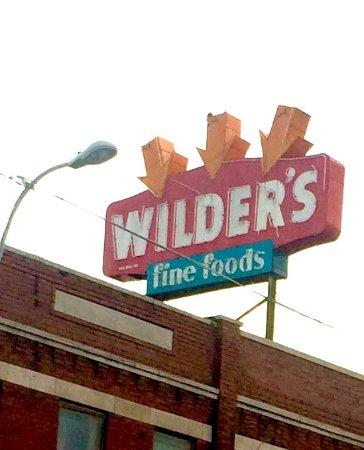 Wilder's Steakhouse: Wilder's roof sign