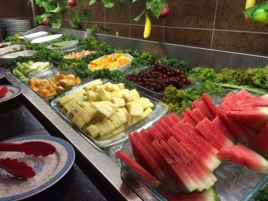 Maple Leaf Queen's Buffet : Dessert/ Fruit