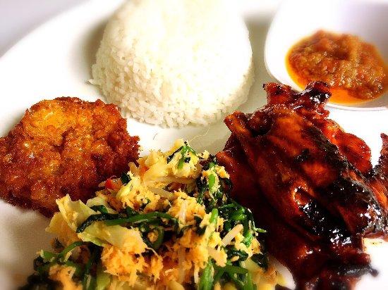 Ayam Bakar + Urap dan Bakwan Jagung - Picture of Ayam Lawu, Malang - Tripadvisor