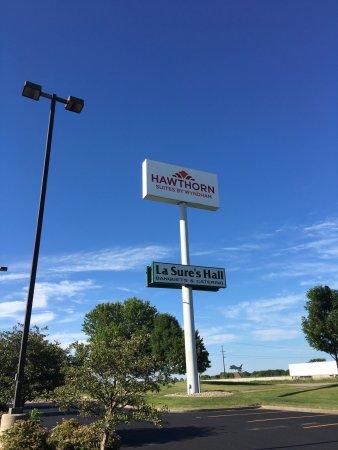 Hawthorn Suites by Wyndham Oshkosh: Hawthorn