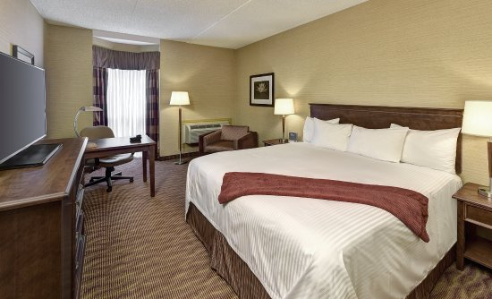 Algoma's Water Tower Inn & Suites: Top of the Inn King room.