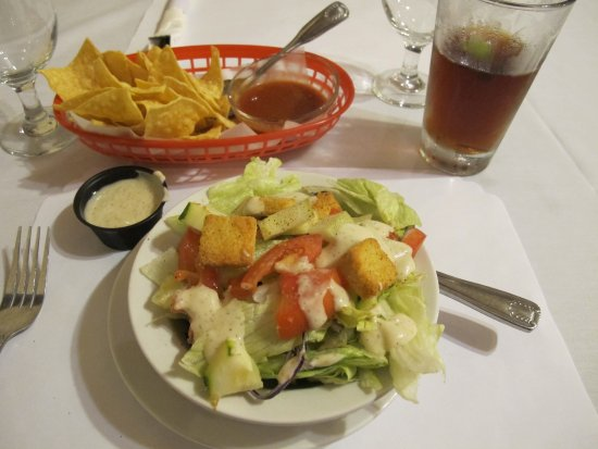 Douglas, AZ: Salad is included with Dinner Entrees