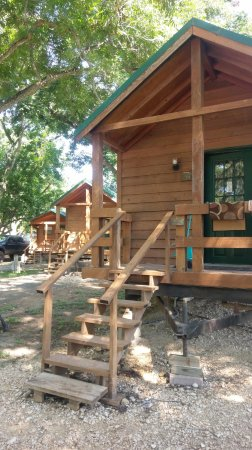 Fentress, TX: Country Cabins for four. A double bed and one set of bunk beds. A mini fridge, microwave, and si
