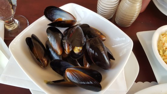 Dalhousie, Canada: steamed mussels came with the fisherman's platter