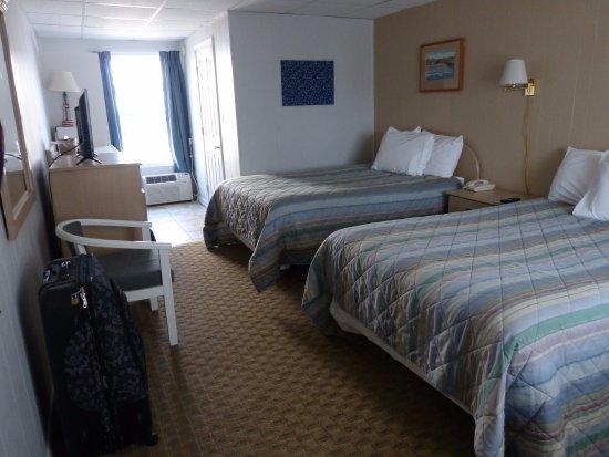 Crest Motel: Room / Chambre