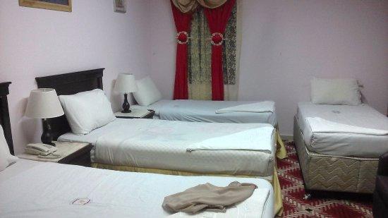 Al Fayrouz Shatta Hotel : Kamar cukup nyaman, sejuk dan lumayan bersih, walaupun tidak tiap hari sampah diambil.