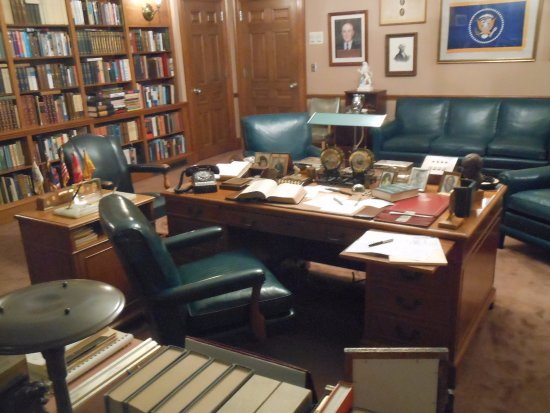 Independence, MO: Truman's office at the library