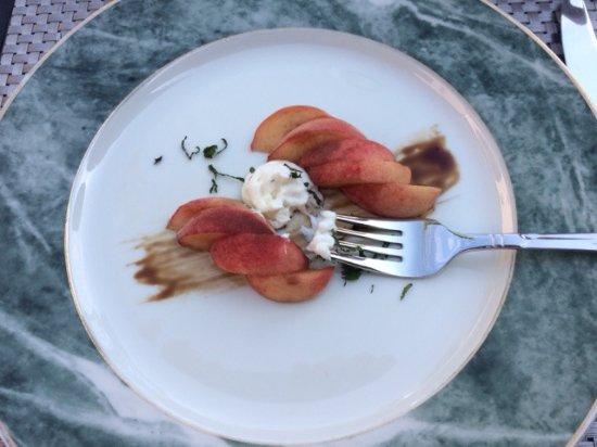 The Canyon Villa: Fresh peaches with creme fraiche. Amazing.