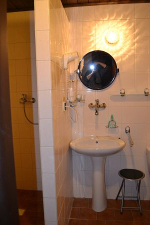 Pension Vetrnik: Immaculate bath & shower