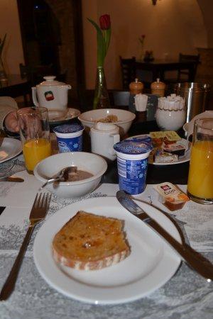 Pension Vetrnik: Breakfast, First course: Muesli, yogurt, delicious bread & jam