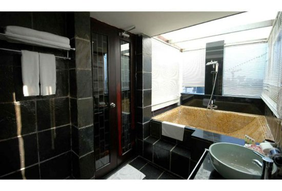 Gia Bao Palace Hotel: Bathroom