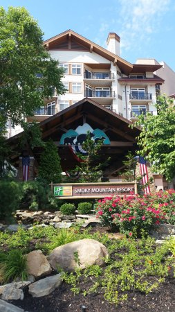 Holiday Inn Club Vacations Gatlinburg-Smoky Mountain: Front of the resort