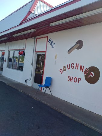 Mayfield, KY: Best hole in the wall donut shop