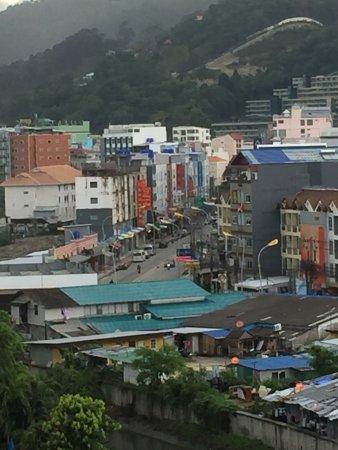 บลูโอเชี่ยน รีสอร์ท แอนด์ สปา ภูเก็ต: Looking from the balcony toward the mountains. Taken on an overcast morning which soon turned su