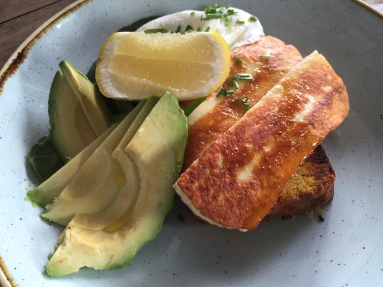 Sunshine Coast, Australia: Pumpkin bread with haloumi, avocado and poached eggs